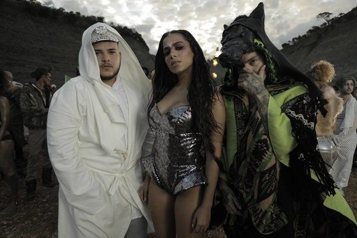 """A música """"Machika"""" é uma parceria com J. Balvin e Jeon, totalmente em espanhol."""