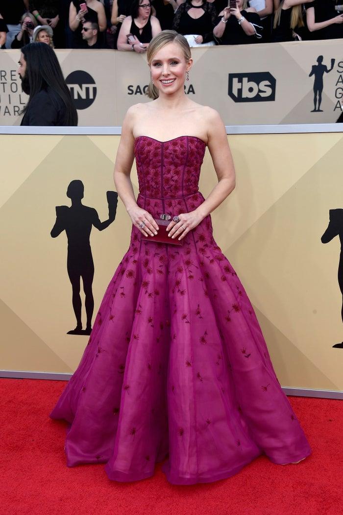 Host Kristen Bell
