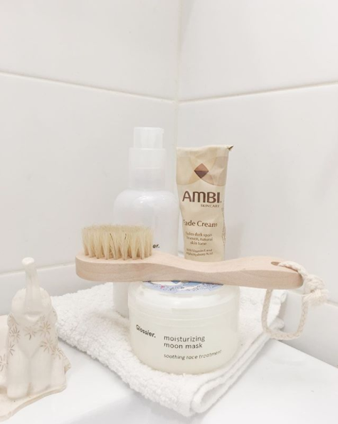 Ambi Fade Cream contains 2% hydroquinone, which stops skin from discoloring.