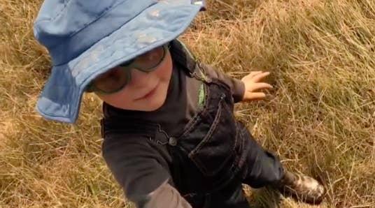 「星爵」克里斯普瑞特和兒子在自家農場玩耍影片,明明很溫馨但被網友狂罵:混蛋!