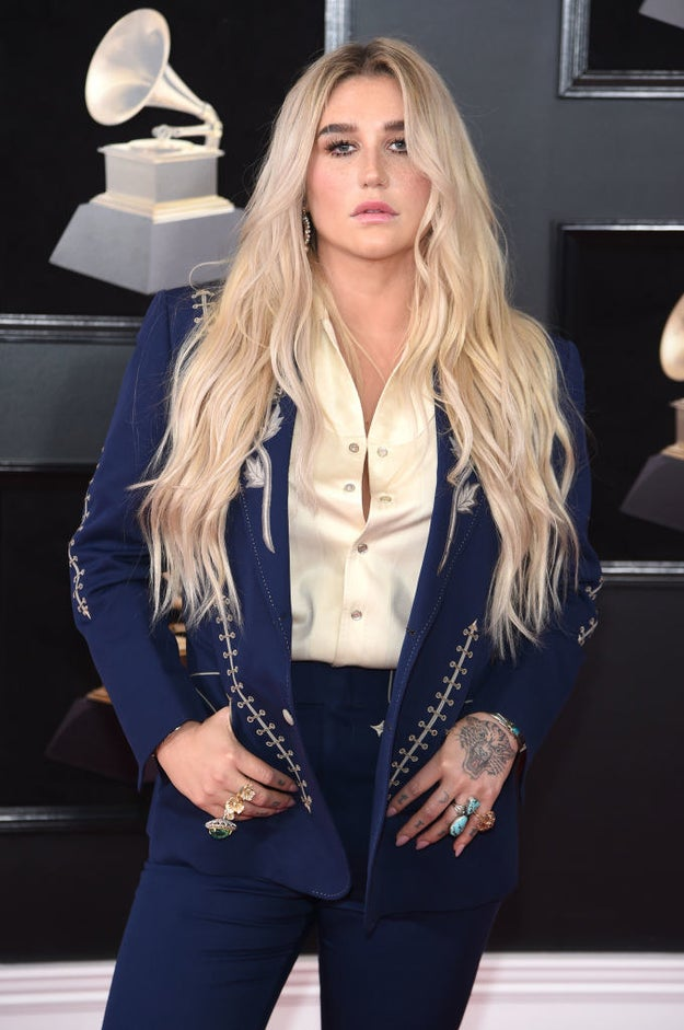 On Sunday, Vocal Legend™ Kesha attended the Grammys for the first time since 2010 and she looked GORGEOUS.