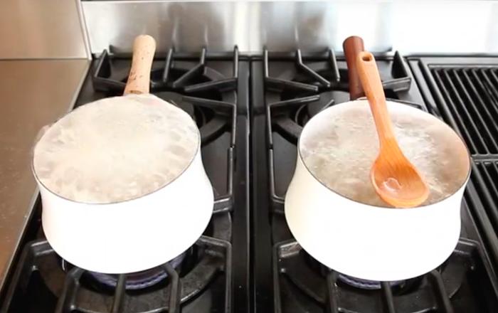 この簡単なトリックを使えば、ベトベトする泡を掃除しなくてもすむ。