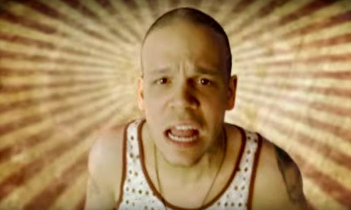 EL dueto entre Café Tacvba y Calle 13 fue súper controversial, porque en ese entonces todavía había mucha gente que ODIABA el reggaetón. Al final, era tan buena que acabó ganándose a muchas personas.