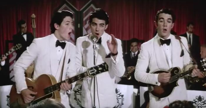 Esta canción marcó el extraño momento en el que empezaste a ver a los Jonas Brothers como galanazos adultos y no tus crushes adolescente. Ah sí, también era adorablemente pegajosa.