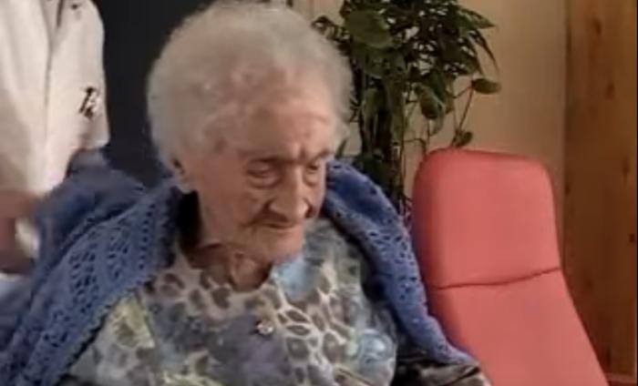Raffray starb 1996 im Alter von 77 Jahren und Jeanne Calment verstarb ein Jahr später im Alter von 122 Jahren. Der New York Times zufolge zahlte Raffray der Dame insgesamt 725.000 Francs für eine Wohnung, die er nie bewohnt hat (was im Jahr 2018 etwa 248.000 Euro entsprach). Auch nach Raffrays Tod war seine Familie verpflichtet, weiterhin für Calments Wohnung zu zahlen.Am Ende hat Raffray das Doppelte des eigentlichen Marktwertes für die Wohnung gezahlt.
