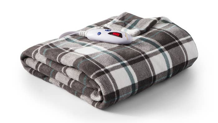 An Electric Blanket Designed With Microplush Material And Six Heat Settings So You Can Find The Right Temperature Just For It S Also Equipped
