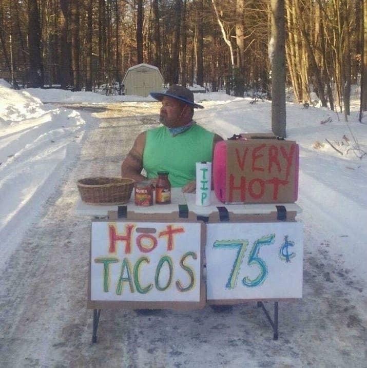 「寒さを気にしないというのが最近のテーマさ」とウルフさんはBuzzFeed Newsに語りました。「みんな家の中でスマホを見つめてるけど、それこそ気が狂いそうだ」。
