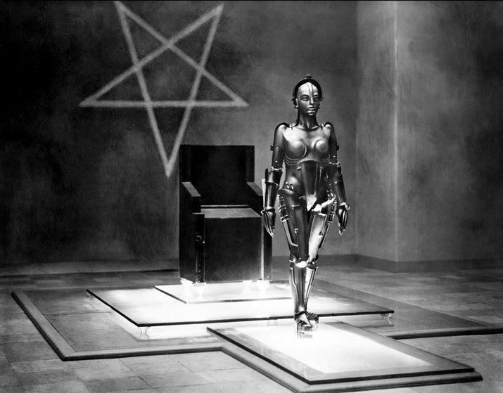 Esse filme muito chique fala da relação entre humanos e tecnologia quando o cinema ainda era em preto e branco! Tem no Now.