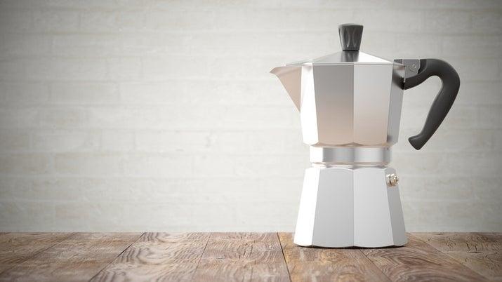 As cápsulas de café viraram febre, mas adicionaram mais um item à lista de embalagens plásticas descartáveis. Se você tiver um posto de reciclagem da sua marca preferida perto de você, tudo bem. Mas o melhor mesmo é investir numa cafeteria à moda antiga que faz um cafezinho perfeito.