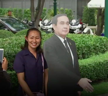 Journalists were said to be a little confused, but some people took the opportunity to have a photo with the cardboard PM.