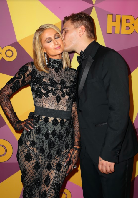 Before getting a kiss from her fiancé, Chris Zylka.