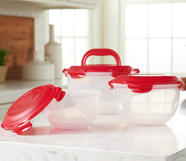 A three-piece set of nesting tulip bowls with locking lids that make storing a breeze.
