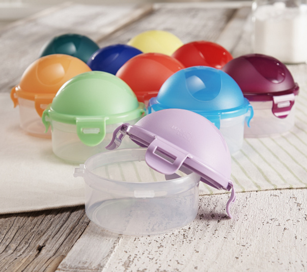 A secure 10-piece mini dome set that's perfect for tiny snacks and little bites on the go.