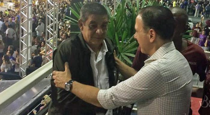 Segundo a matéria do G1, tudo aconteceu na madrugada deste domingo (11). O prefeito João Doria teria pedido para tirar fotos com o cantor em um camarote durante o desfile das escolas de samba de São Paulo e Zeca não gostou nada de ideia.