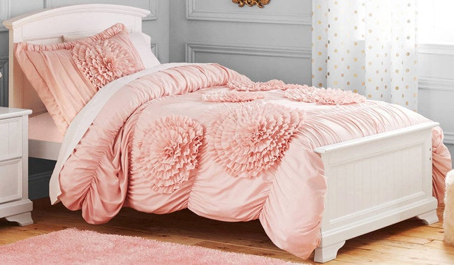 And they BETTER comply, your highness. The set includes one comforter and one sham for the twin set or two shams for the full/queen set. 