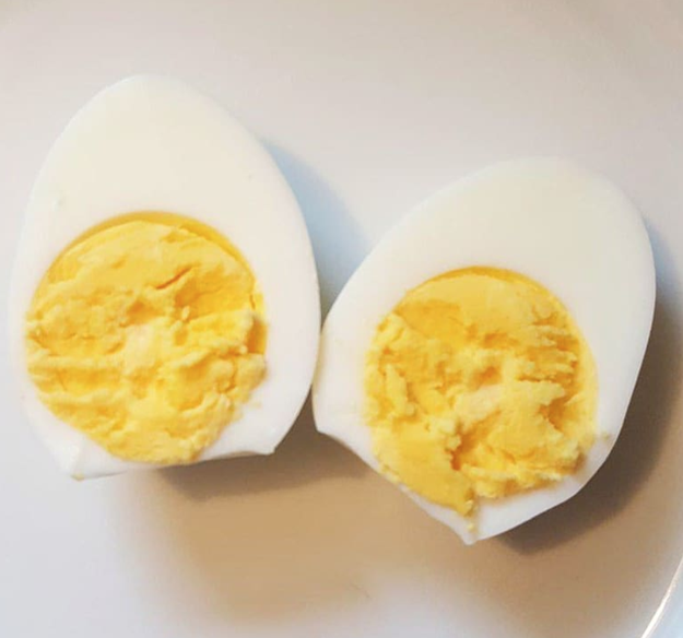 Now, I am aware there are ~some people~ who prefer their eggs fully cooked.