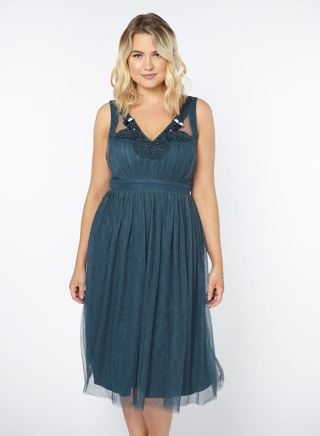 4b0c526324a Evans offers stunning plus-size formal dresses that ll make for some  ah-mazing prom photos.