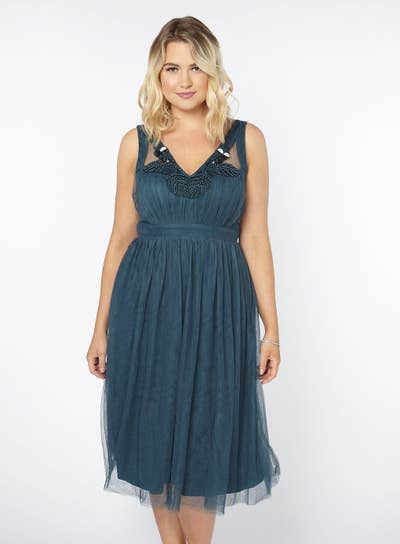 f9afe93478517 Evans offers stunning plus-size formal dresses that ll make for some  ah-mazing prom photos.