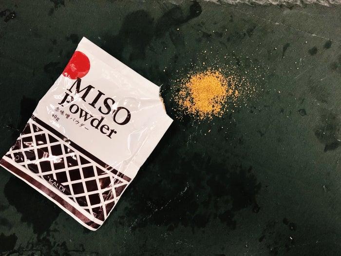 原材料名:粉末みそ(大豆、米、食塩)……以上!味噌を粉末にしただけのものです。だが、逆にそれがいい。