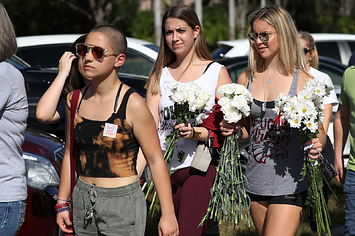 Here Are Photos From The Emotional Return To Marjory Stoneman Douglas High School