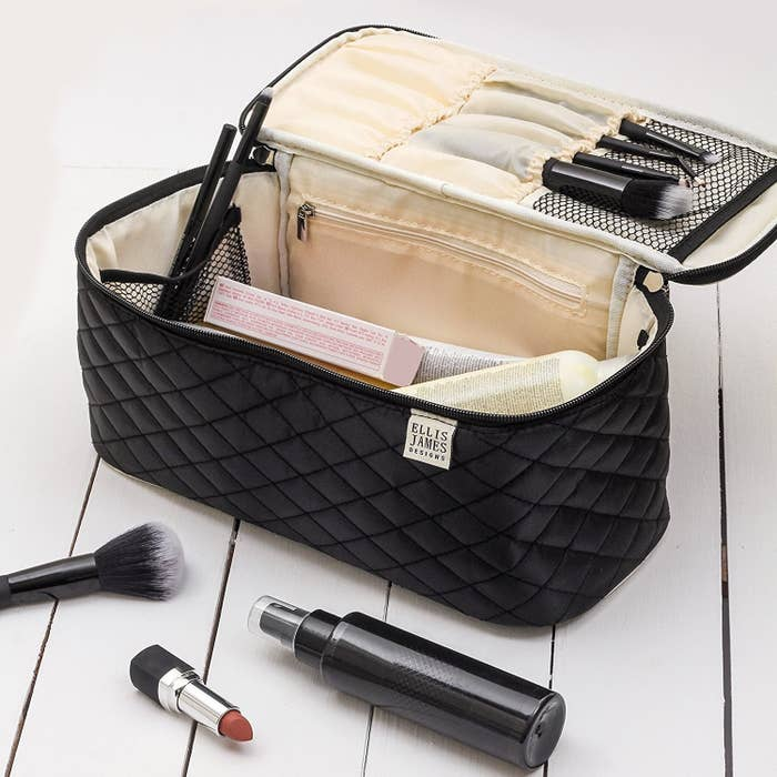 454b8c51a2e2 19 Of The Best Makeup And Cosmetic Bags You Can Get On Amazon