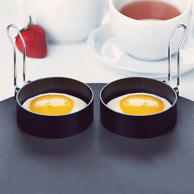 A set of two non-stick egg rings to ensure that your eggs are always the perfect shape.