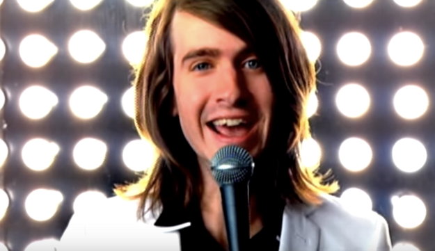 One look from Derek Sanders as he sang those heartbreaking lyrics instantly made you melt like butter.