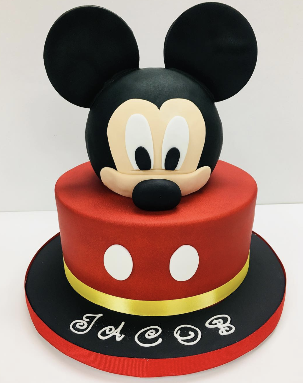 fondant mickey cake that looks cute
