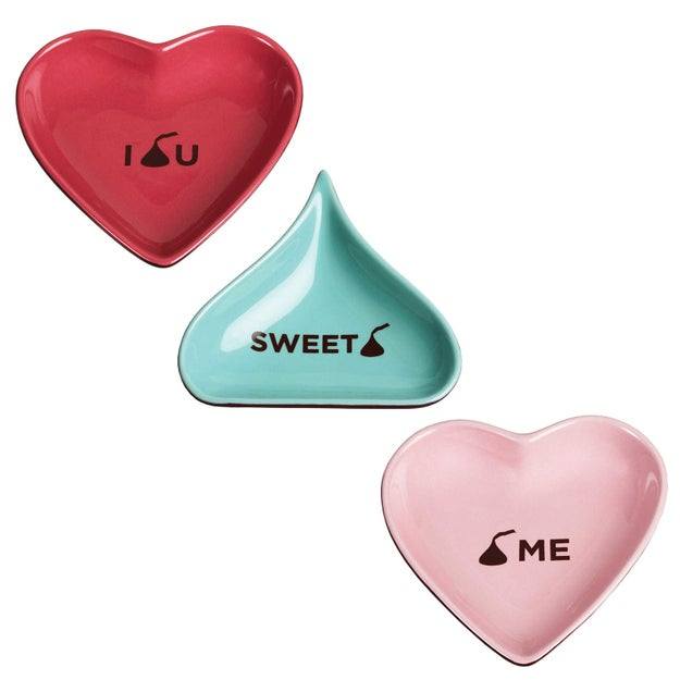 A durable candy dish from Hershey's that's made from stoneware and is perfect for entertaining.