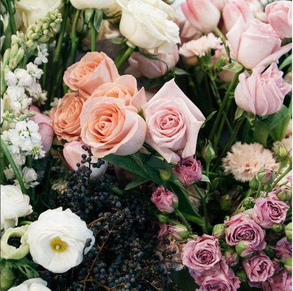 Casa Selva se encarga de encontrar las flores más bonitas de México para que puedas obsequiar algo único. Entra a su página dando click aquí y elige el arreglo que más te guste (o el que creas que le gustará más a esa persona especial).