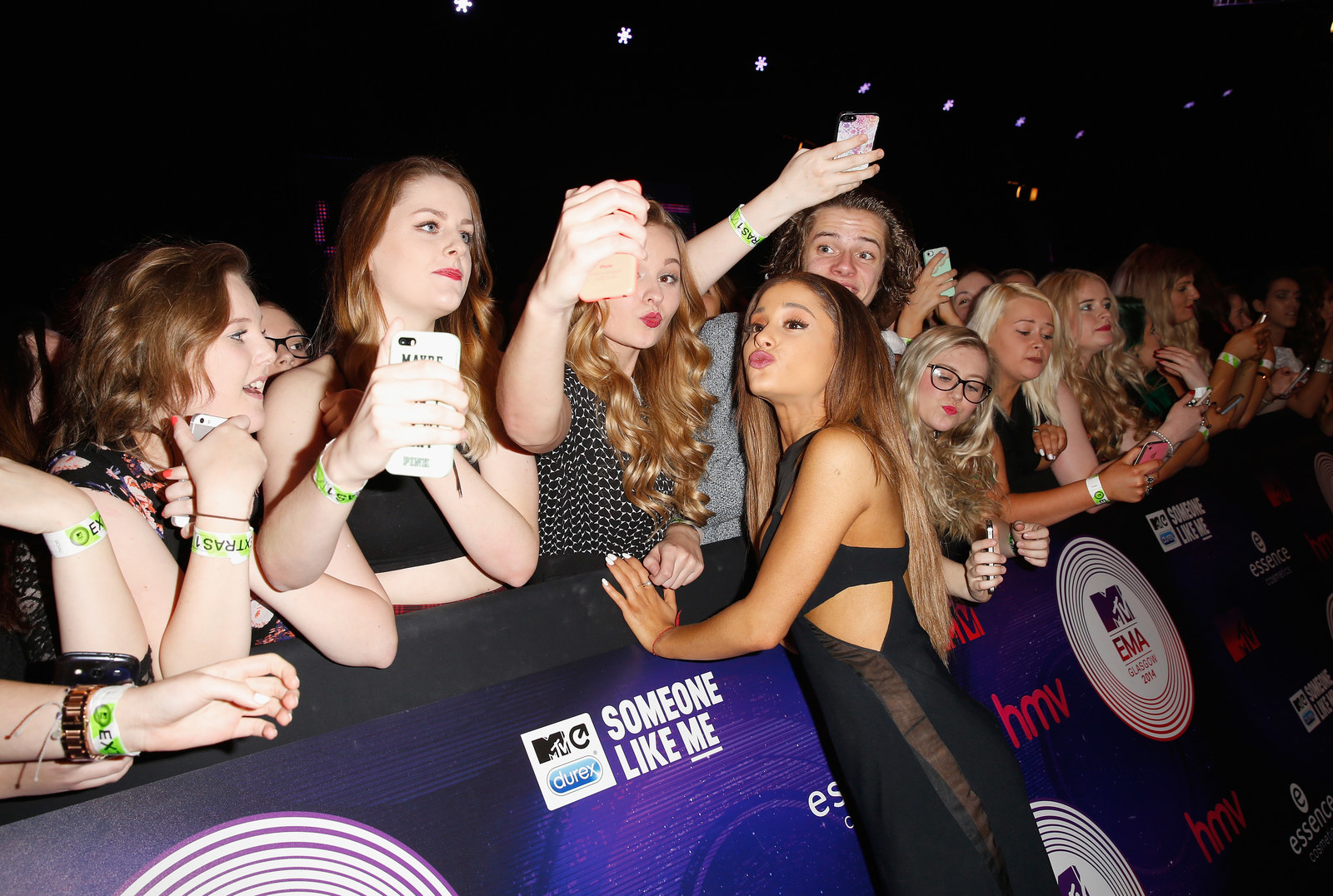 Ariana Grande Has A Message For Fans Who Take Selfies With Her