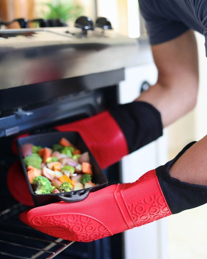 textured silicone oven mitts