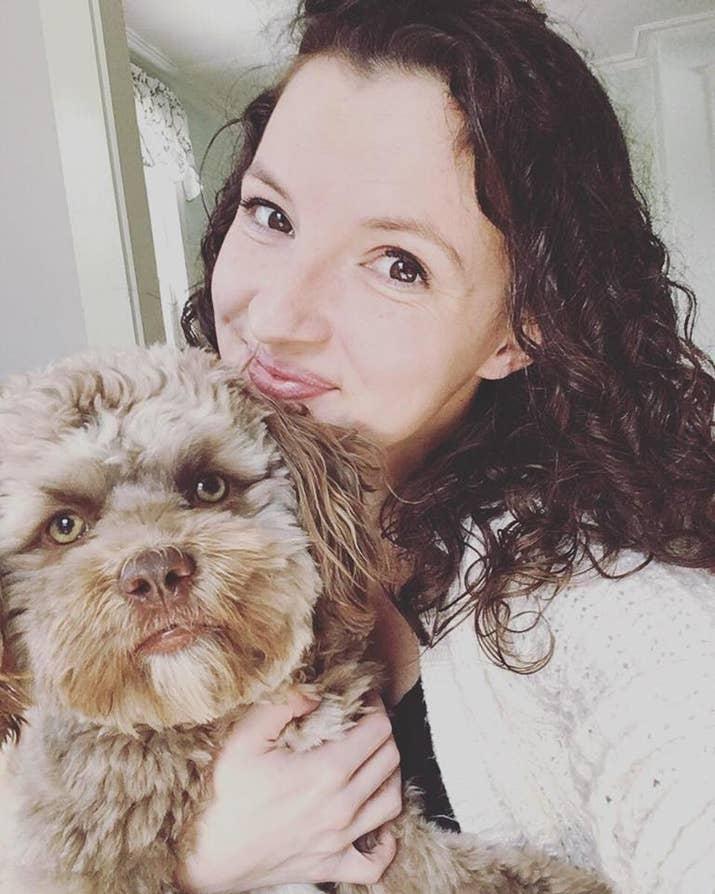 Chantal dan anjingnya, Yogi