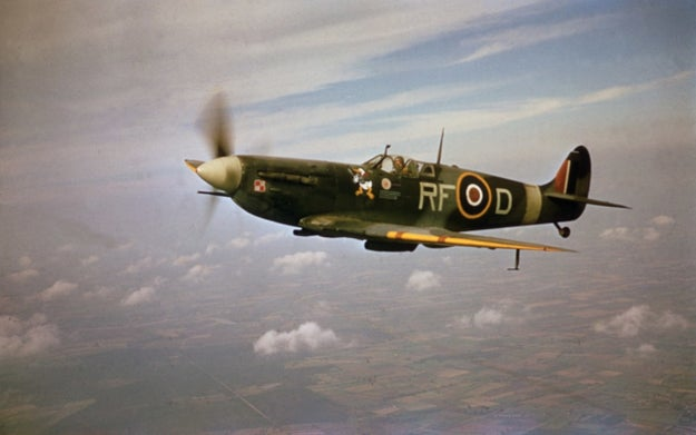 Nolan rode in the Spitfire shown in Dunkirk in order to get a sense of the aerial feel of the fighter plane and to help him shoot a realistic experience of the dogfights.