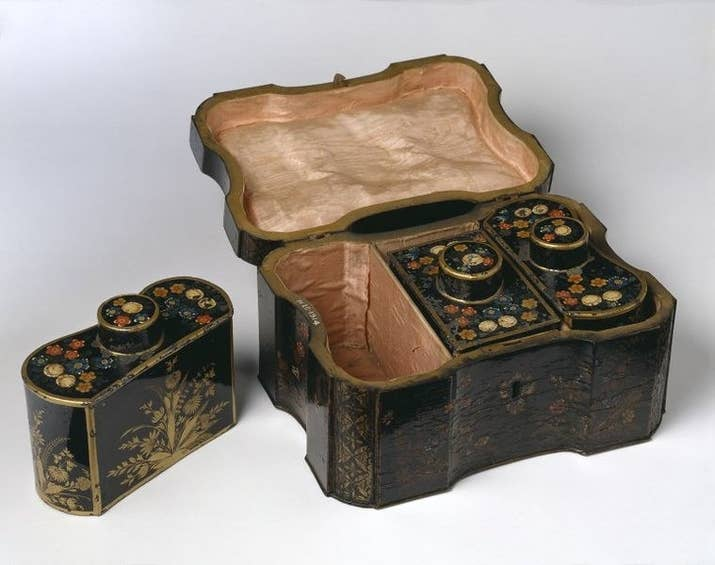 "The V&A museum has an example of such a chest, above: ""Tea, introduced into Europe in the late 17th century, was a valuable commodity. It was kept securely in elegant boxes with secure locks. At that time, these were usually known as 'tea chests', although they are now generally referred to as 'tea caddies'. Such boxes often contained two or more compartments for different types of tea, or for sugar, stored in small metal containers known as 'tea canisters'."""