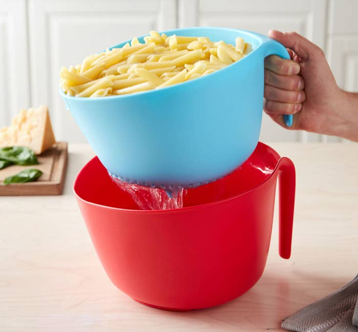 This set is dishwasher-safe! The bowl can be used on its own for mixing or collecting water.Get it from the Tasty collection at Walmart for $12.44 (available in two color combos).