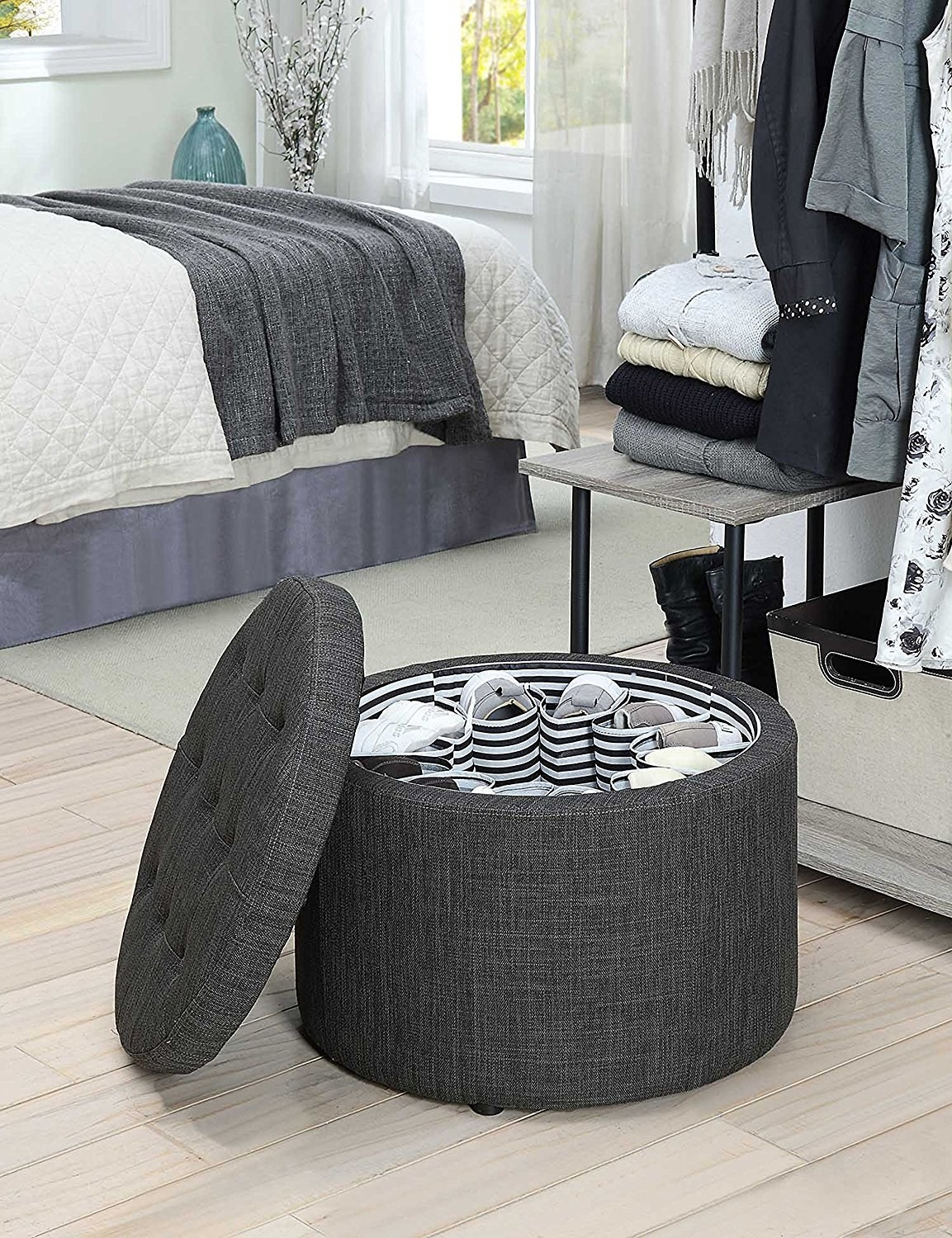 27 Ways To Make Even The Tiniest Apartment Feel Roomy