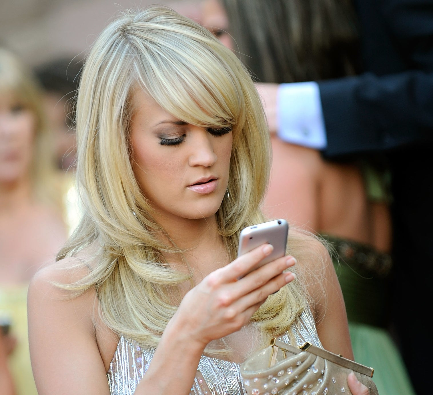 Carrie Underwood used to give her phone number to every one of the American Idol finalists... but no one ever called her.
