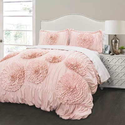 Carries An Insanely Large Inventory Of Bedding Necessities For All Ages And Price Ranges So Let Your Mind Wander This Expansive Site