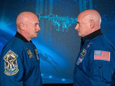 Mark Kelly (left) and Scott Kelly