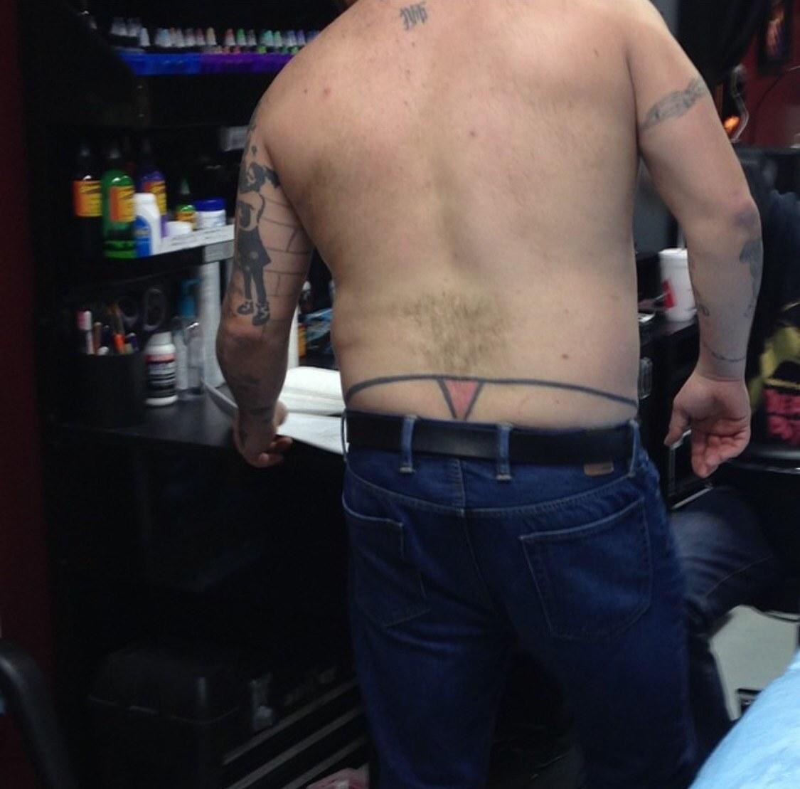 Фото приколы с татуировкой