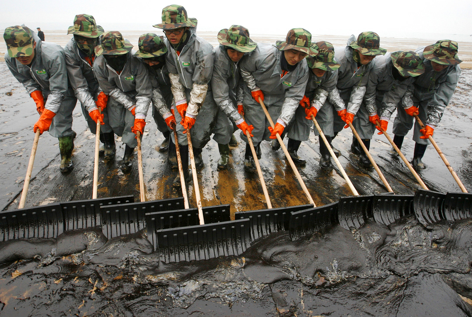 Soldiers from the South Korean army make efforts to remove crude oil spills over Mallipo Beach after after an accident involving an oil tanker on Dec. 10, 2007.