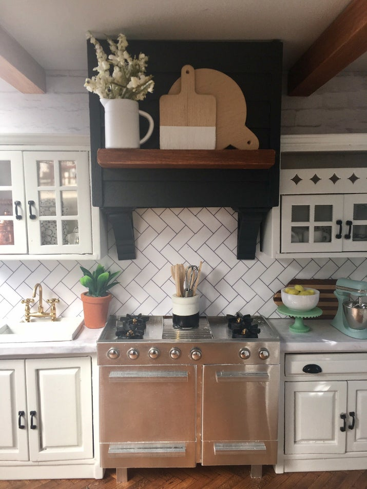 She also made the range hood from craft wood, and fashioned the range from a kit.