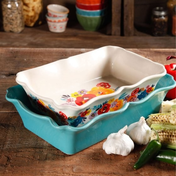 Zip, bang, boom all your casseroles to the table in an easy to clean, beautiful to present ceramic bakeware set from the Pioneer Woman collection.