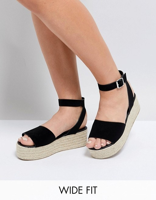28 Cute Pairs Of Sandals For Wide Feet