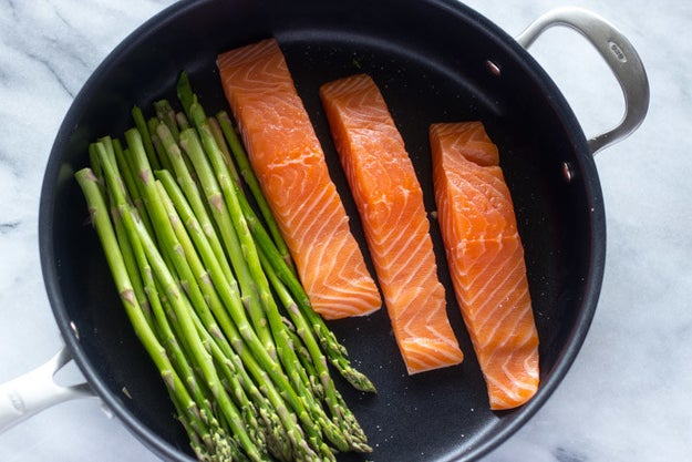 10-Minute Lemon Garlic Salmon & Asparagus