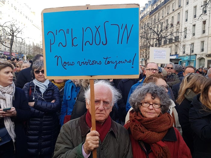 En sa mémoire, des milliers de personnes ont défilé depuis la place de la Nation à Paris pour protester contre l'antisémitisme, le 28 mars.