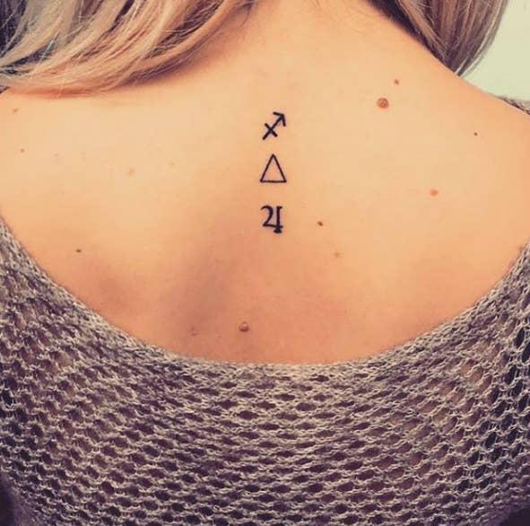 15 Idees De Tatouages A Garder En Tete Si Vous Etes Fan D Astrologie