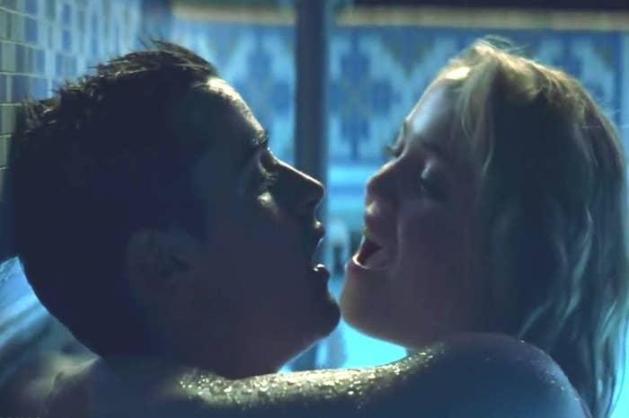 Dans la vraie vie, c'est bien sympa de s'embrasser pendant 45 secondes, mais généralement ça prend un toooooout petit peu plus de temps que ça, vous savez?
