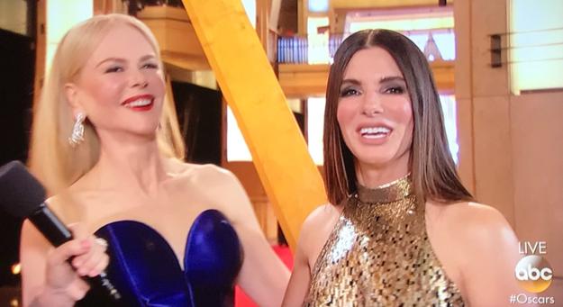 Nicole Kidman crashed Sandra Bullock's red carpet interview.